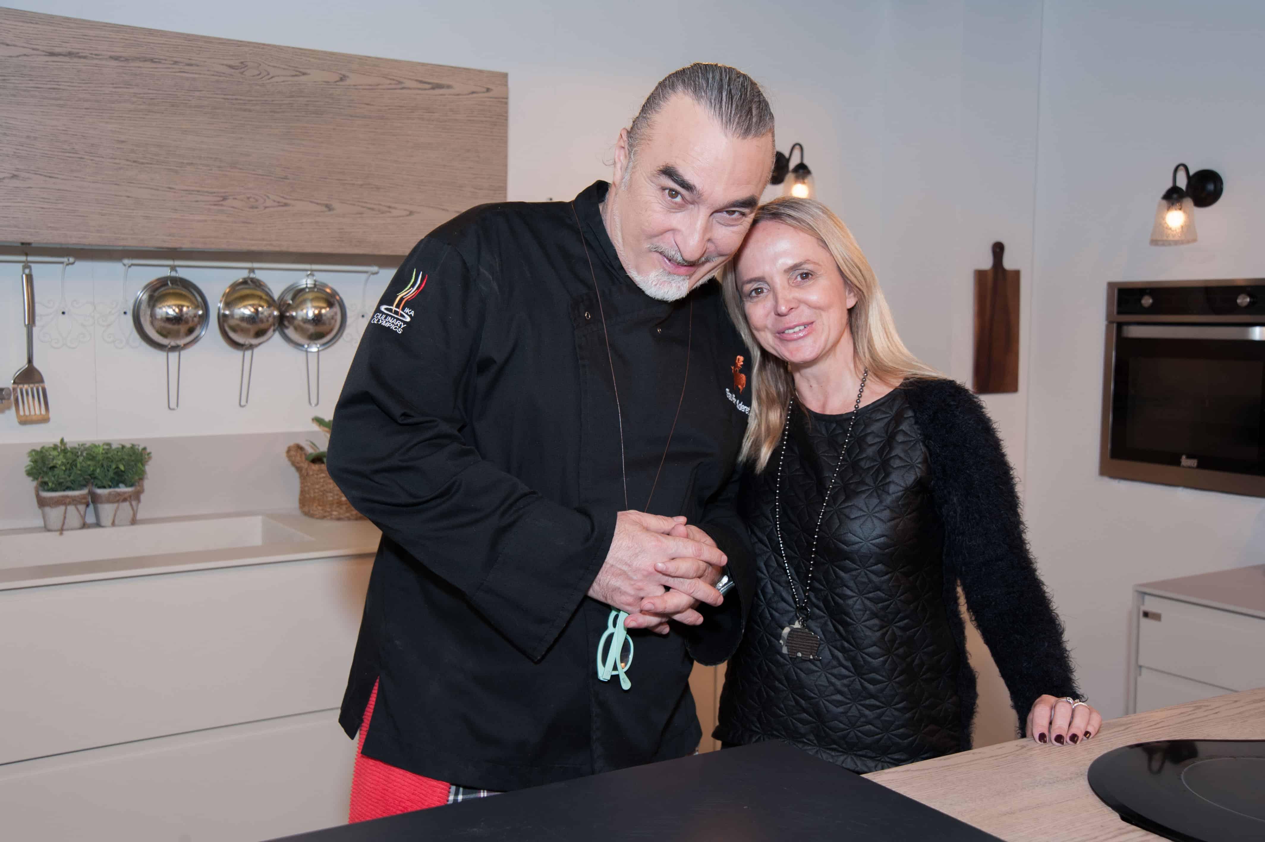 השף שאול בן אדרת ומנהלת השיווק של חברת המטבחים סמגל קונספט נעמה רוזמן הרטל באולפני הרצליה  צילום אסף זהר (2)