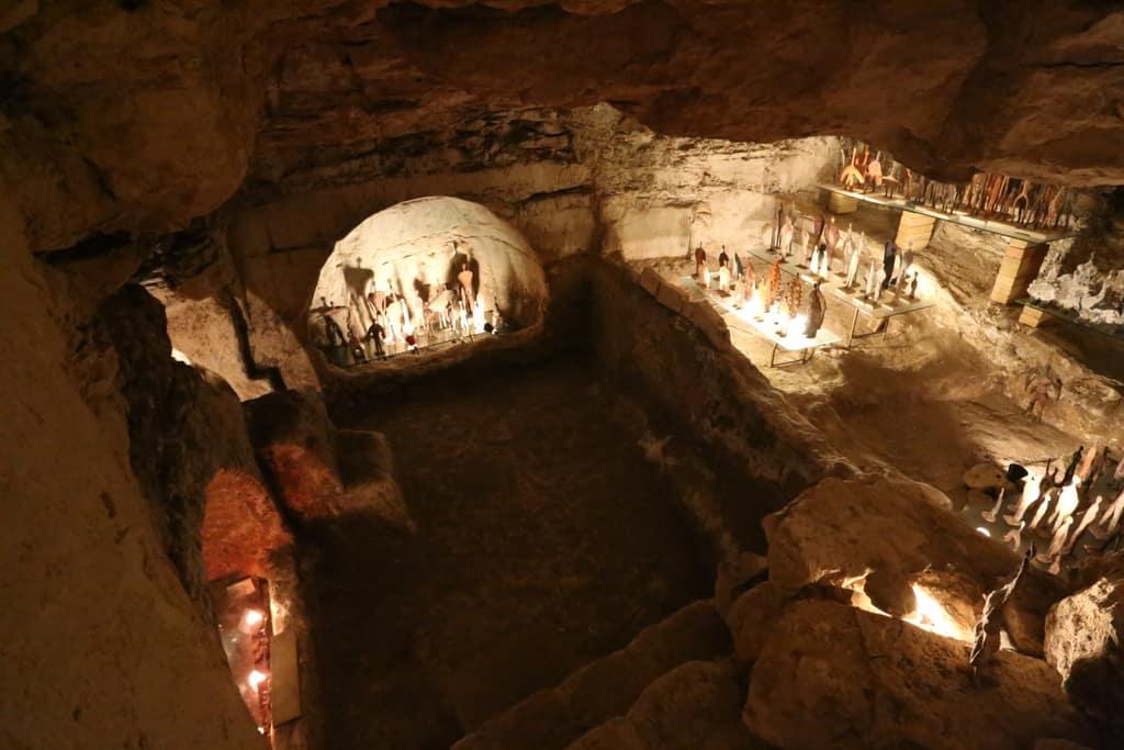 מערת קבורה שהפכה לגלריה בכרמי יוסף