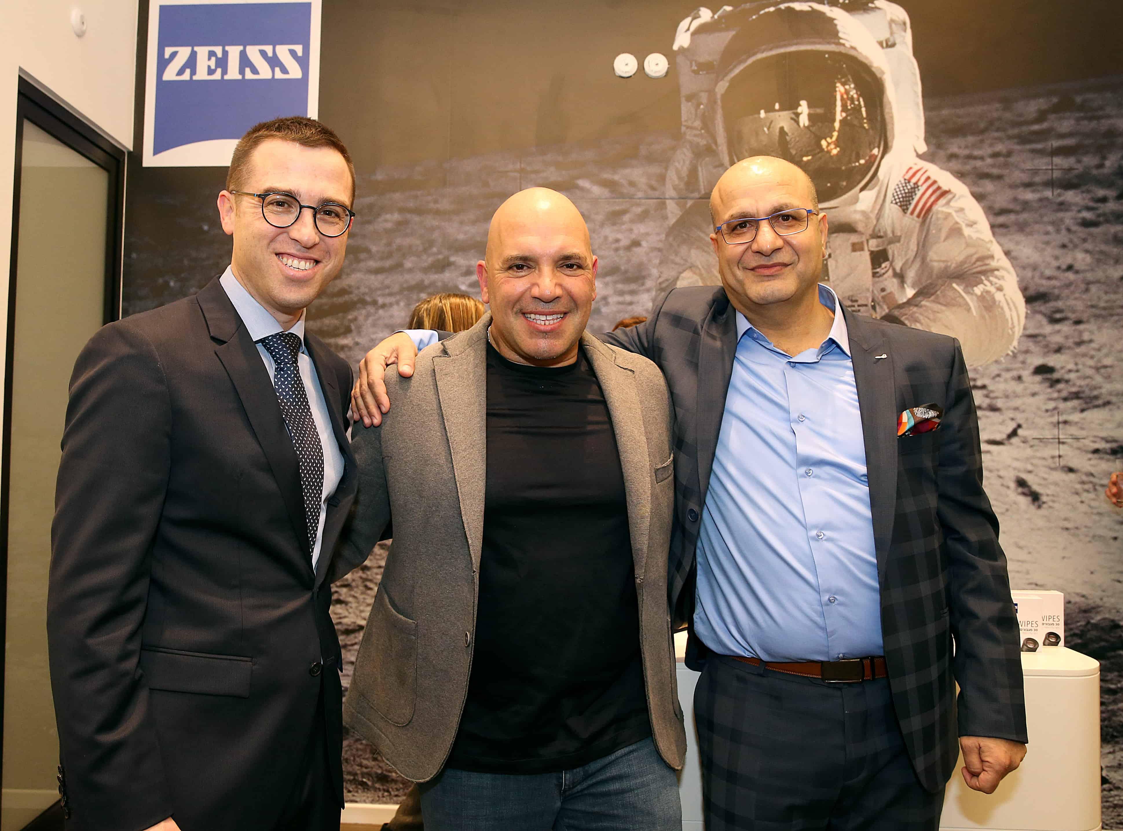 עבדאללה יזבק, בעל חנות הדגל צייס, מיקי שמו ואילן לפידות, מנכל קבוצת לפידות. צילום קוקו